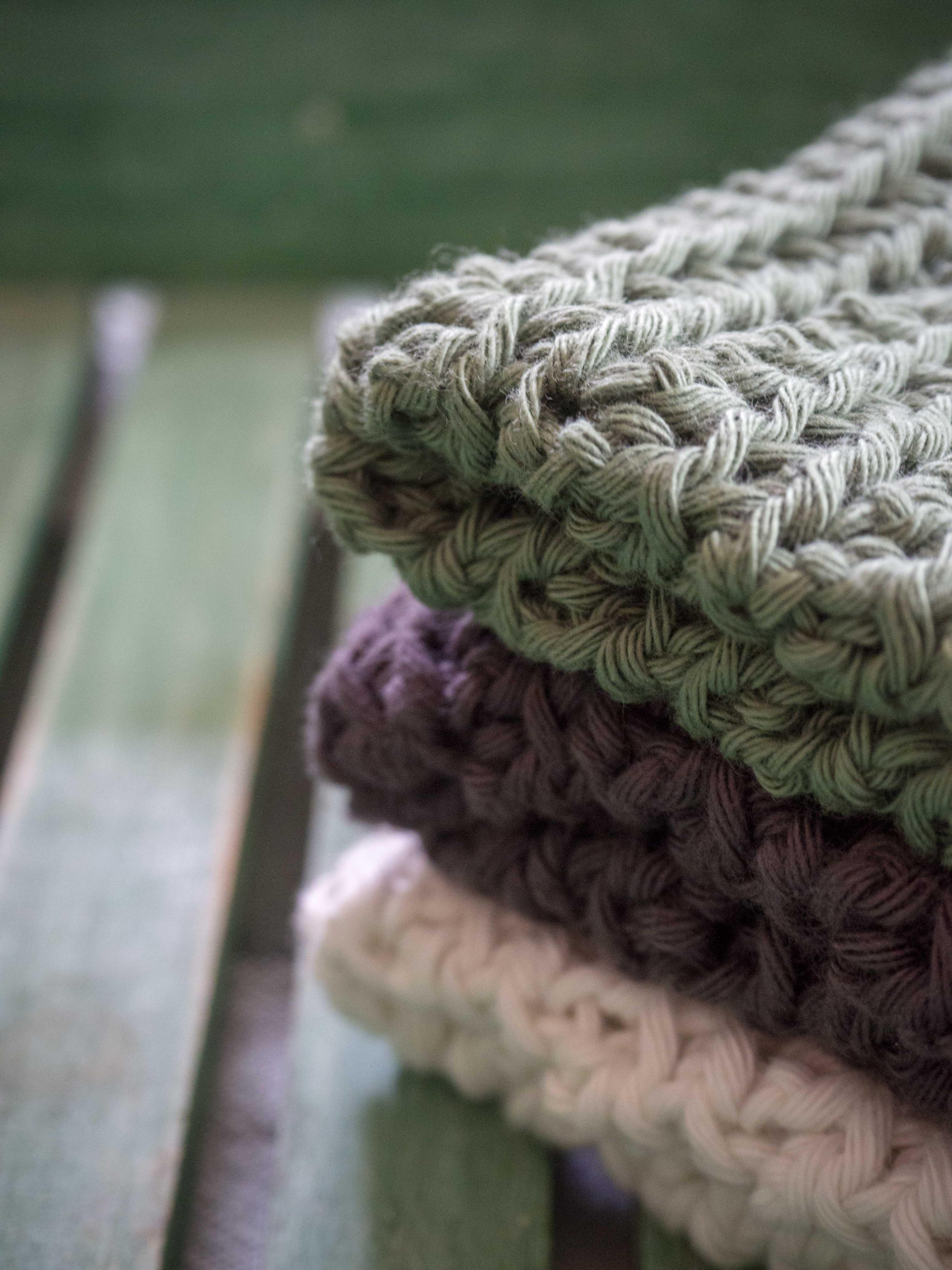 revue de livre carr s durables au crochet un jour de neige. Black Bedroom Furniture Sets. Home Design Ideas