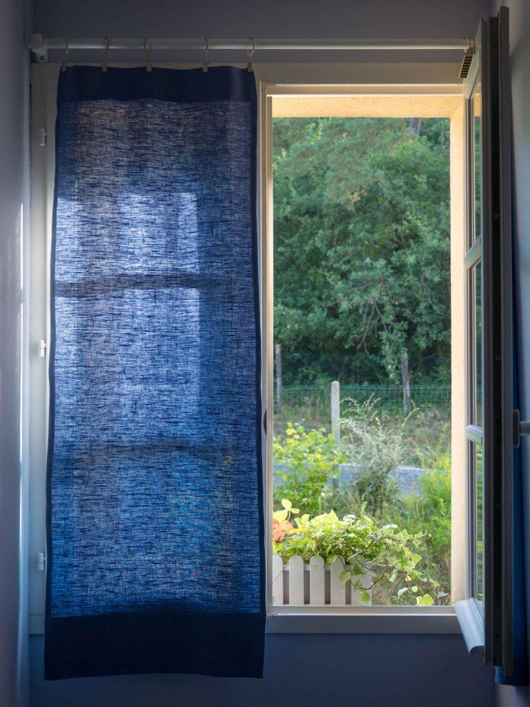 Des rideaux en lin bleu - Un Jour de Neige