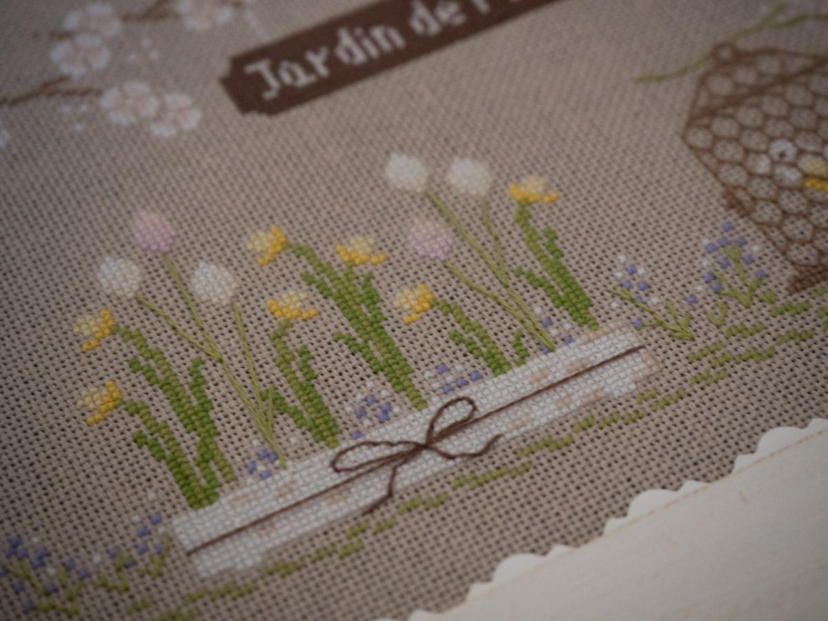 Un Jour de Neige - Jardin de printemps au point de croix - Une Croix le Temps d'un Thé #pointdecroix #printemps #broderie