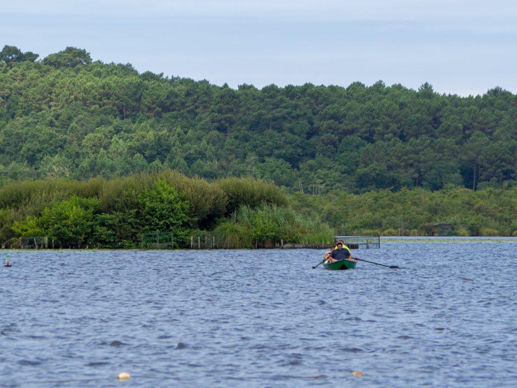 Défis photo en vacances - barque sur le lac de Léon
