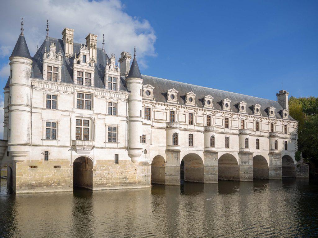 Le château de Chenonceau, enjambant le Cher - Un Jour de Neige