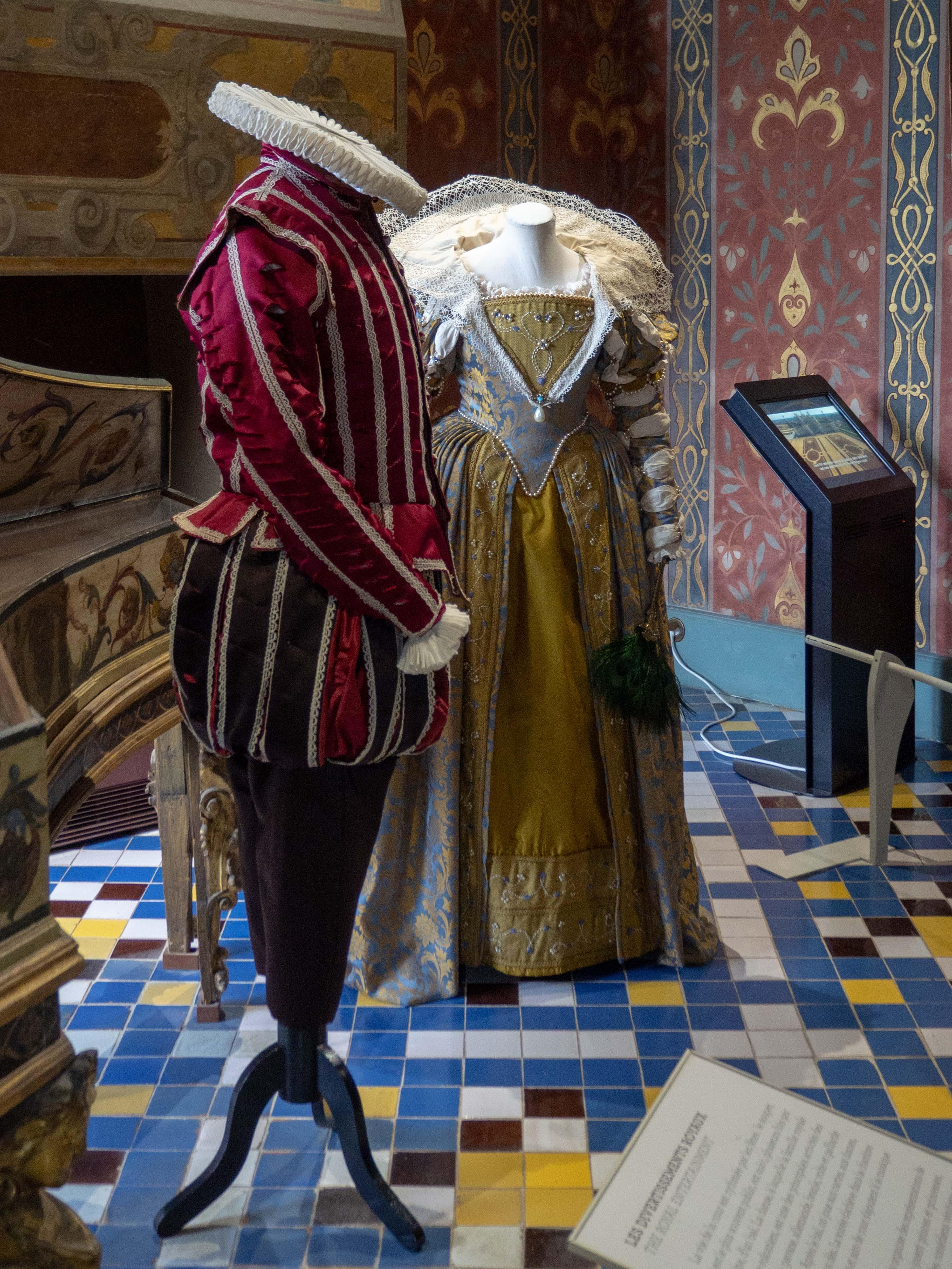 Exposition de costumes anciens - Château de Blois - Un Jour de Neige