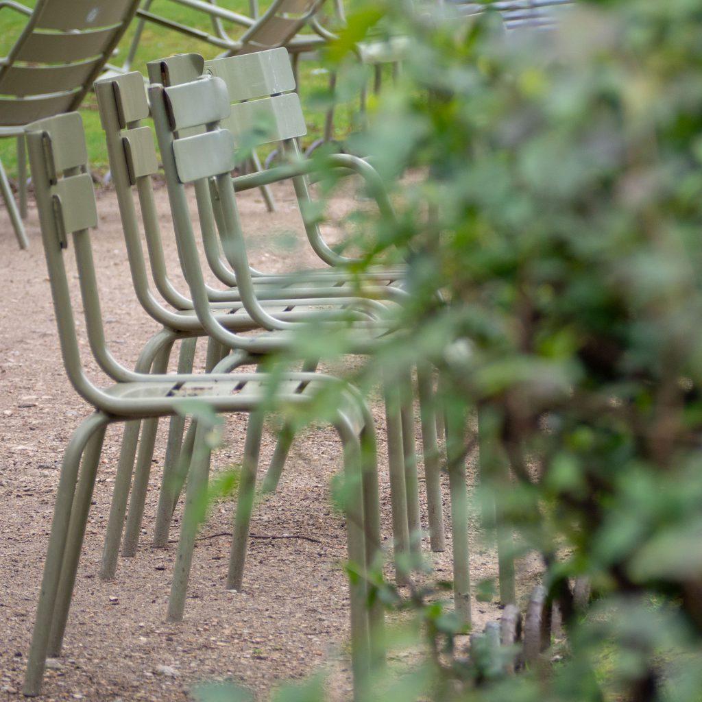Un Jour de Neige - Les chaises du jardin du Luxembourg