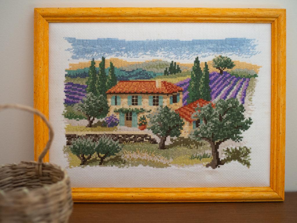 Mas de Provence brodé (Un Jour de Neige - Carnet du dimanche)